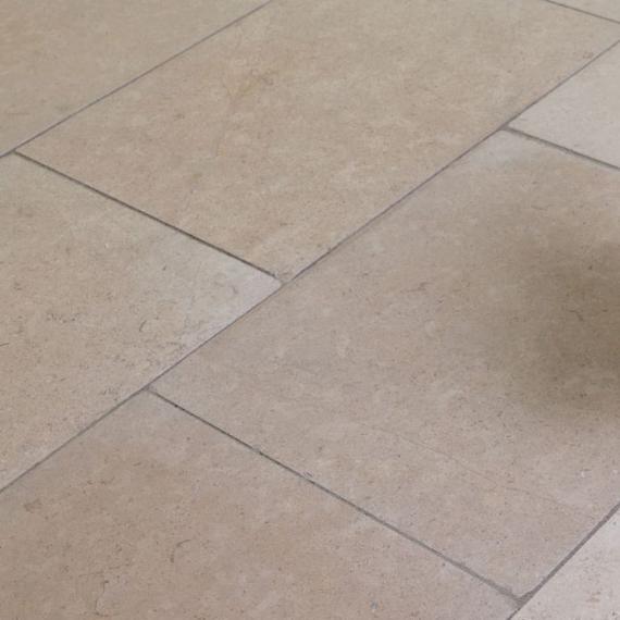 Dartmoor Cream Tumbled Limestone tile